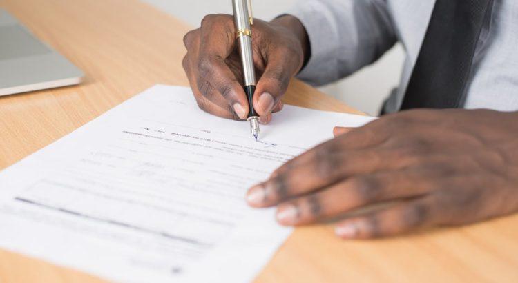Afinal, a ficha nacional de registro de hóspedes ainda é necessária?